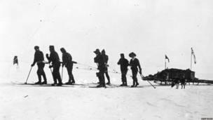 El grupo expedicionario británico empieza su marcha al sur