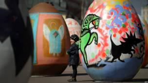 В Москве проходит фестиваль пасхальных яиц.