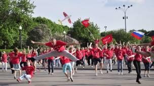 """Танцевальный флешмоб в поддержку """"Бурановских Бабушек"""". Фото: sasha_siniy"""