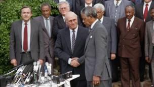 FW de Klerk da Nelson Mandela