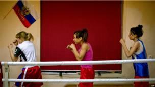 Российские женщины-боксеры на тренировке