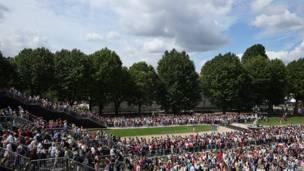 El público, en el Royal Naval College para los eventos ecuestres