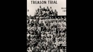 Mandela e os outros acusados no julgamento de 1956