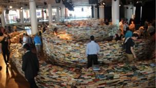 图书迷宫占据了500平米的空间。8月26号结束后,这25万本图书将会捐给慈善组织乐施会(Oxfam)。