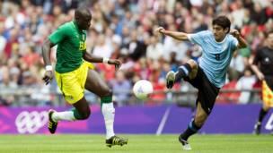 Mohamed Diame arimo akinira Senegal igihe yahuraga na Uruguay