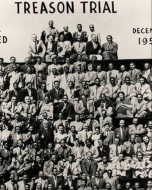 Nelson Mandela y otros acusados en el juicio de 1956 (foto: AP).