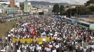 Демонстрация у стадиона Минейро