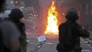 Участники демонстрации и полиция