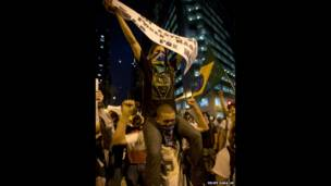 Участники протестов в Рио-де-Жанейро