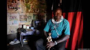 Mai maganin gargajiya a kudancin Tanzania
