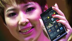 Los expertos aseguran que lo que está pasando es que se rastrean los directorios de números de los celulares.