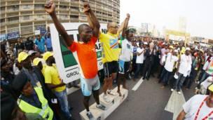 Les trois vainqueurs de la 3e étape du Tour de la RDC sur le podium à Kinshasa. 21 juin 2013.  AFP/ Getty Images