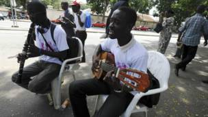 Des musiciens amateurs à Abidjan le jour de la Fête de la musique. 21 juin 2013. Photo AFP.