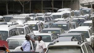 Un parc d'autos d'occasion en vente à Mogadiscio en Somalie. Mardi 18 juin 2013.