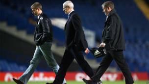 Mai kulob din Chelsea Roman Abramovich (a hagu)
