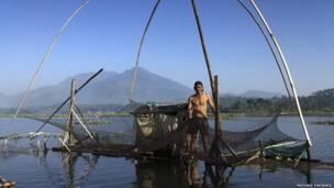 Pescador,  Lago Bagendit. Michael Theodric