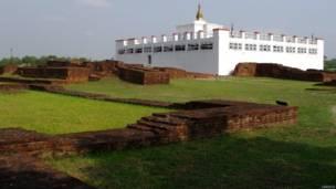 गौतम बुद्ध, लुम्बिनी, महादेवी मंदिर के निकट एक प्राचीन बौद्ध विहार के ध्वंसावशेष