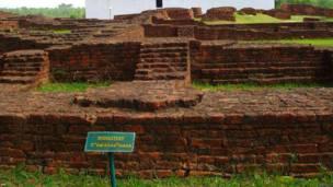 गौतम बुद्ध, लुम्बिनी, एक प्राचीन बौद्ध विहार का ध्वंसावशेष