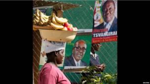 Un vendeur de fruits au Zimbabwe en pleine campagne pour les élections. 26 juillet 2013. Photo Reuters