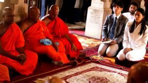 श्रीलंका में बौद्ध धार्मिक उत्सव का आयोजन