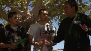 Enrique Morones lidera grupo de estudiantes