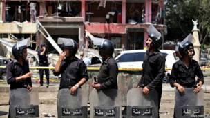 मिस्र की राजधानी काहिरा में तैनात सुरक्षाकर्मी