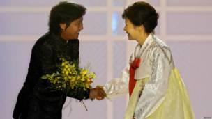 दक्षिण कोरिया राष्ट्रपति पाक गान हे