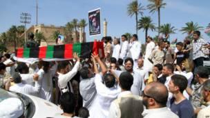 A Tripoli, Libye, les obsèques de l'un des membres d'un commando qui tenta de renverser Mouammar Khadafi en 1984. 13.09.2013 Photo AFP