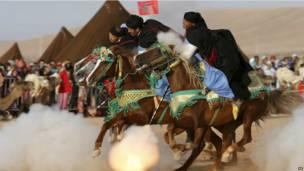 Un cavalier participant à la fantasia de Tan Tan dans le sud marocain.  07092013 AP