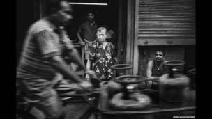 कोलकाता में एक बुज़ुर्ग एंग्लो इंडियन महिला
