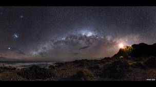 गाइडिंग लाइट टू द स्टार्स © मार्क गी (ऑस्ट्रेलिया)