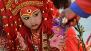 कुमारी पूजा, काठमांडू, नेपाल, बच्चियां