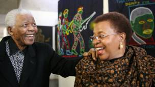 Nelson Mandela y su esposa por Graca Machel
