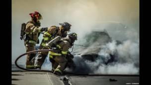 美國消防員滅火