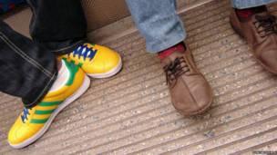 Zapatos en el metro de Londres