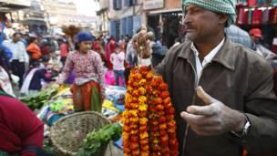 फूलको माला व्यापारी