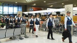 फिलीपींस रवाना होते जापानी राहत दल के सदस्य.