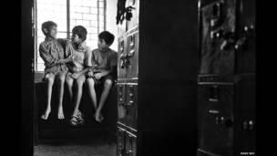विक्की रॉय, गली के बच्चों की तस्वीर