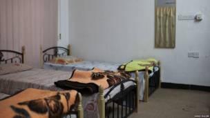 تختخواب های پناهگاه زنان. عکس از سارا مالیان