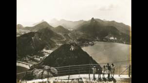 Fotógrafos e estúdios criaram primeiros postais da cidade no século 20