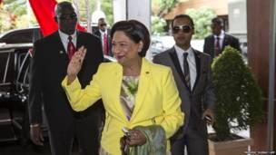 Primera ministra de Trinidad y Tobago, Kamla Persad-Bissessar, aparece antes de una reunión con el presidente de China, Xi Jingping, en Puerto España el 2 de junio de 2013. AFP