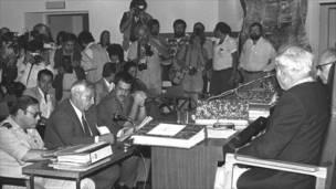 Ариэль Шарон дает показания в связи с резней в Сабре и Шатиле, 1982 год. Фото Мики Шувитц.