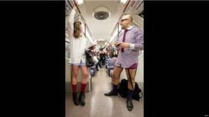 Participantes en el metro de Londres.
