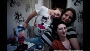 Алина и ее партнерша вместе с дочерью