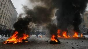 На Майдане горят покрышки