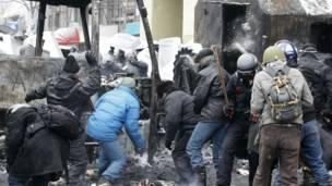 Столкновения между протестующими и милицией