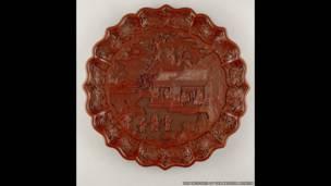 Barniz rojo tallado en madera. Periodo Yongle, 1403-24 sur de China.