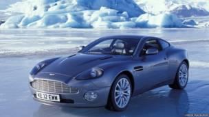 Aston Martin V12 Vanquish, de 'O Amnahã NUnca Morre' (Cortesia: London Film Museum)