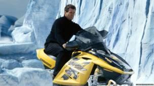 Pierce Brosnan sebagai James Bond dalam 'Die Another Day, London Film Museum