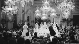 साला बियांका में फैशन शो, 1955
